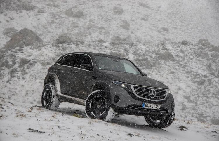 Mercedes EQC 4x4 (4)