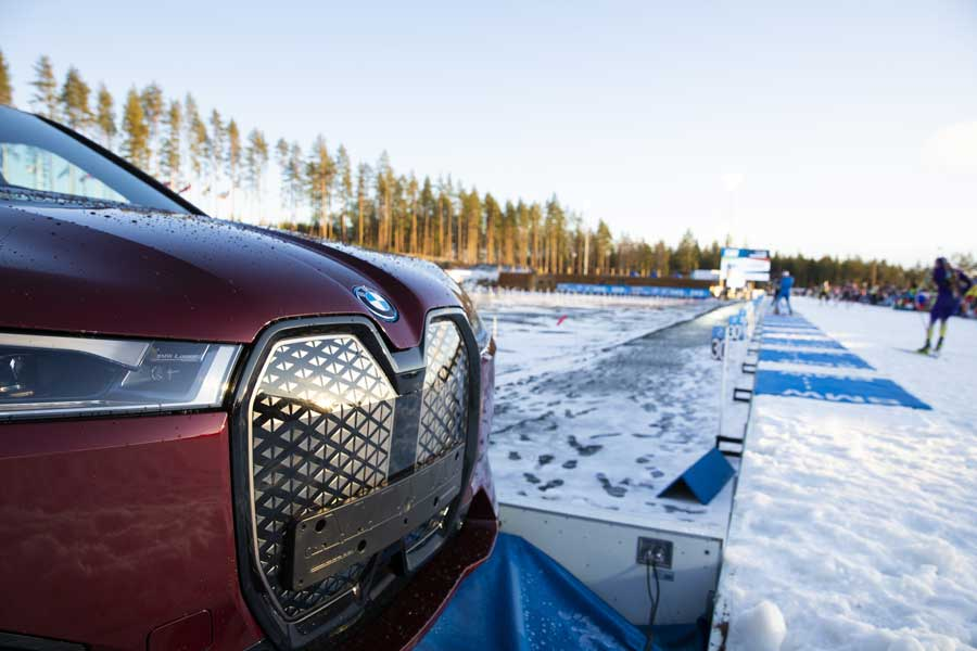 Elektrické BMW iX sa chystá na zimnú športovú sezónu