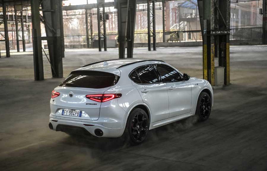 Veloce Ti  je nová verzia Alfa Romeo Stelvio. Štýlom kopíruje Stelvio Quadrifoglio