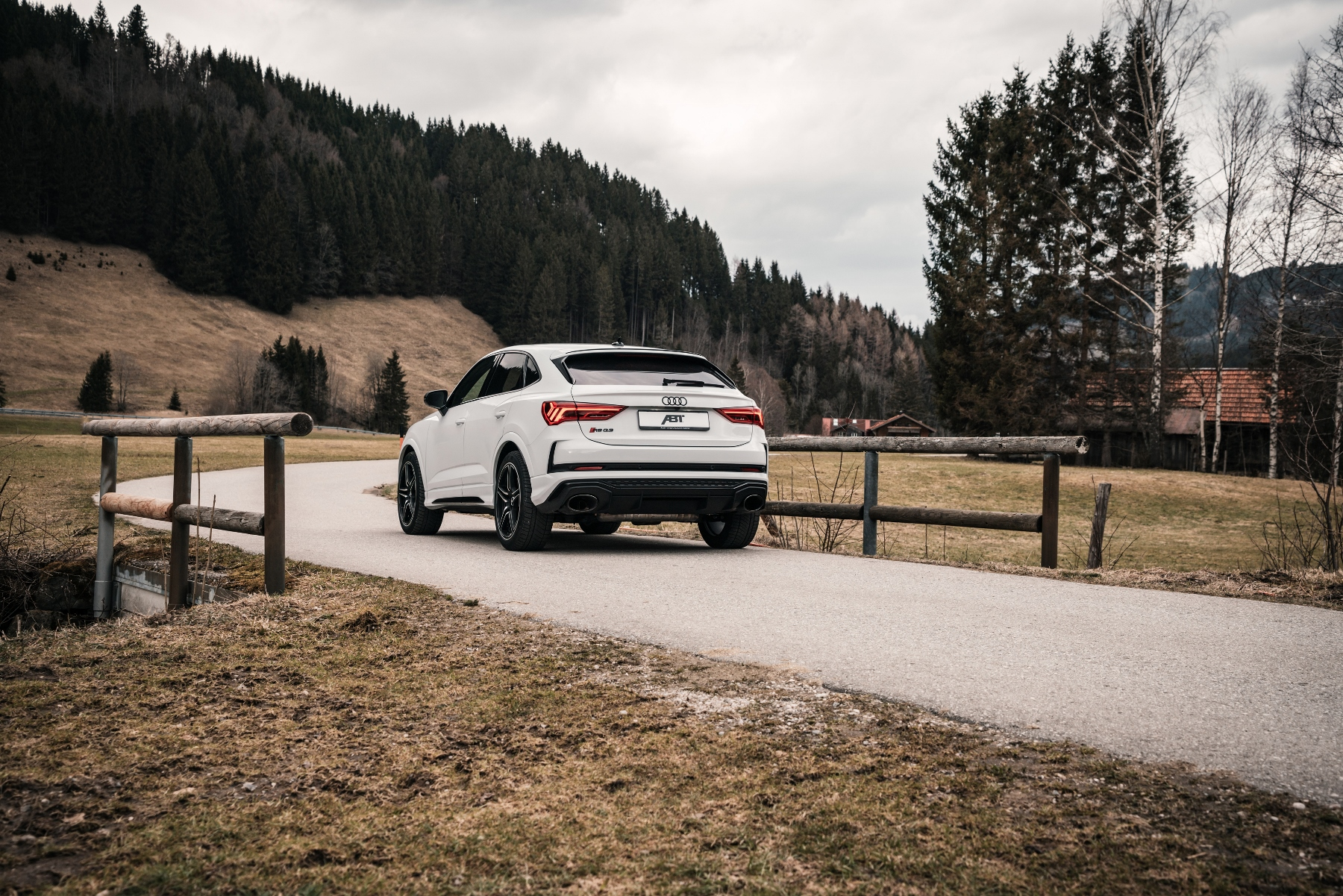 "Audi RS Q3 od ABT, alebo keď ""obyčajné"" RS nestačí axrIYOeAgy abt-audi-rs-q3-7"