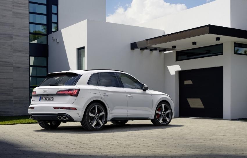 Audi vylepšilo naftový motor V6 modernizovaného modelu SQ5 SUNE85LXrz audi-sq5-12