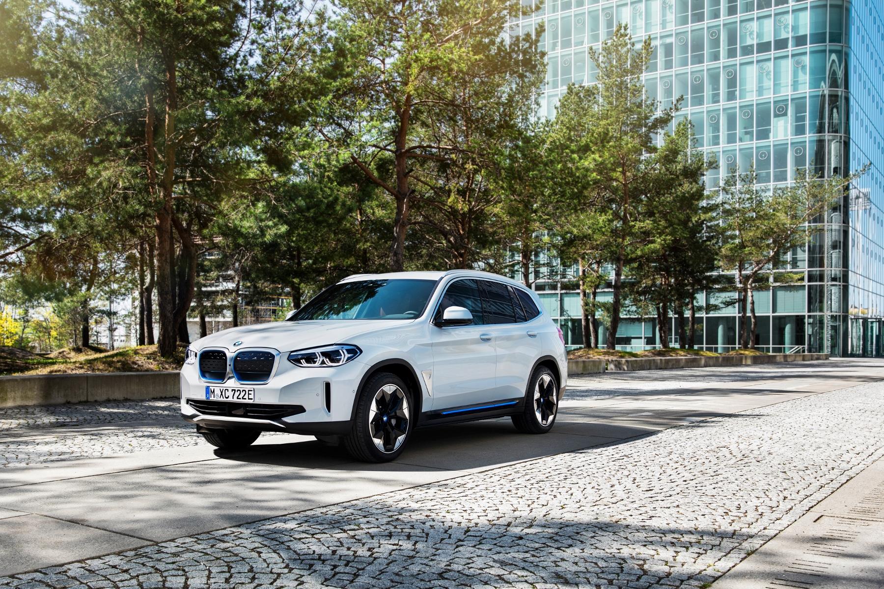 BMW ukázalo elektrické SUV iX3 s dojazdom 459 km 6Mo3dLc47o bmw-ix3-1