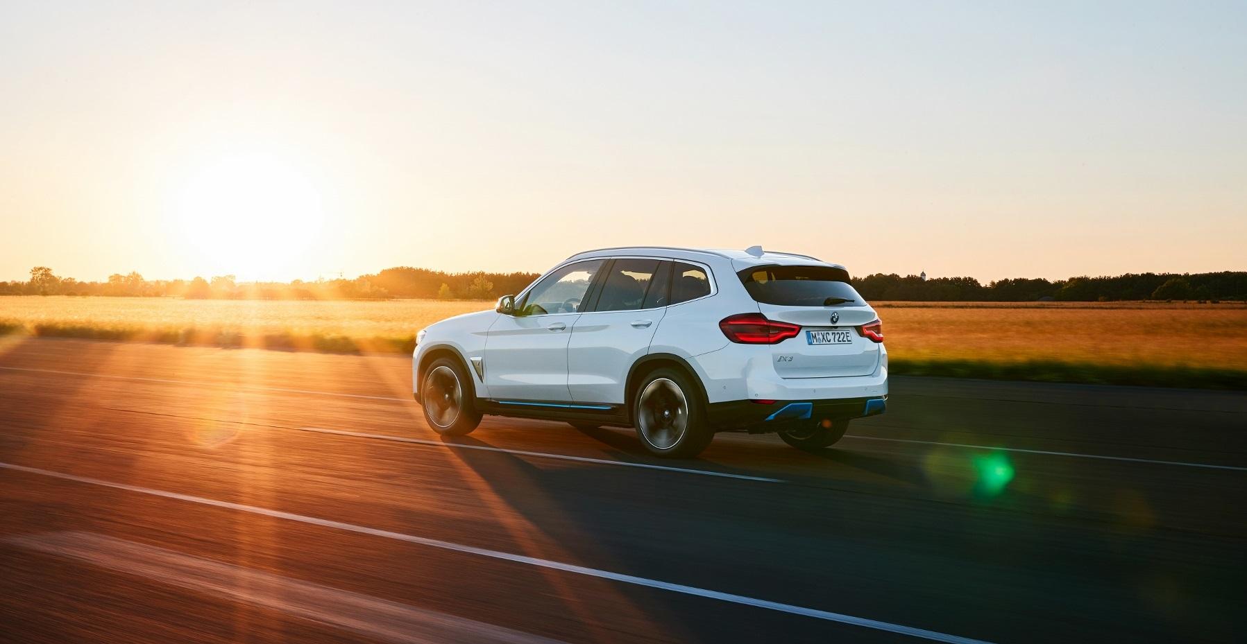 BMW ukázalo elektrické SUV iX3 s dojazdom 459 km