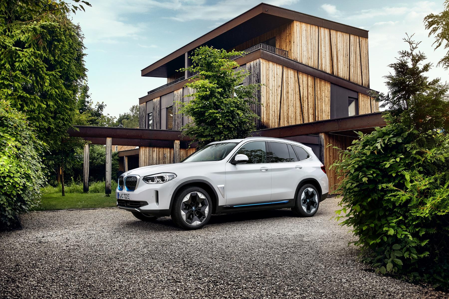 BMW ukázalo elektrické SUV iX3 s dojazdom 459 km fUVQ3I8aPO bmw-ix3-10
