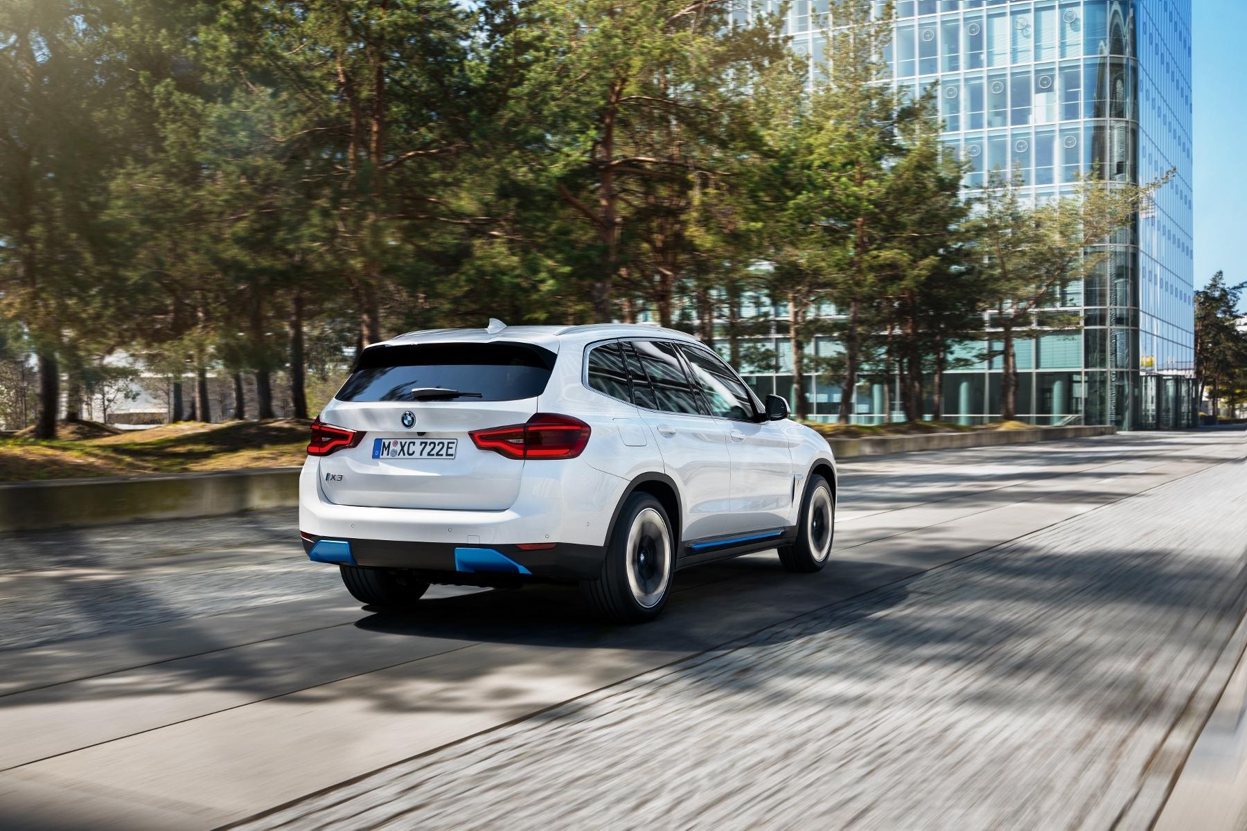 BMW ukázalo elektrické SUV iX3 s dojazdom 459 km iWi8k4nQk5 bmw-ix3-11