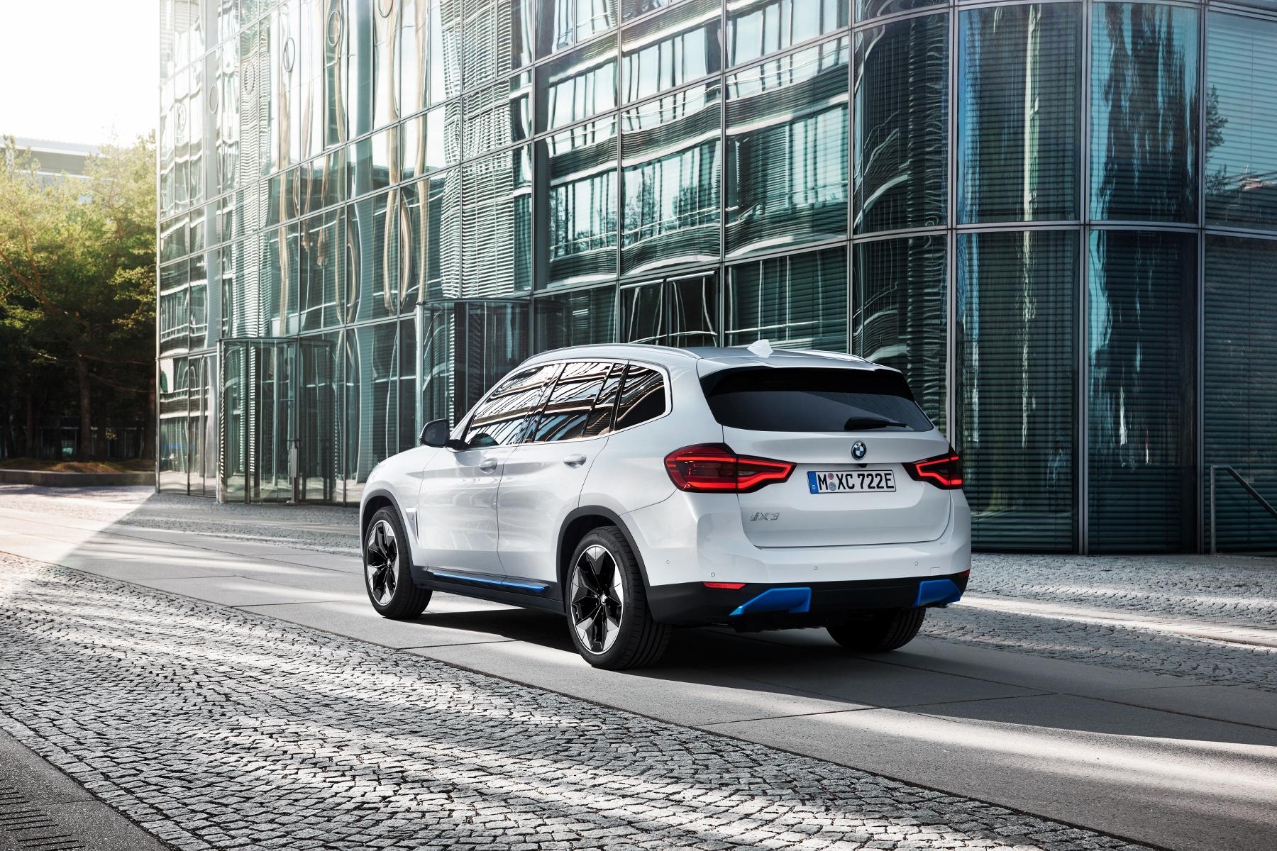 BMW ukázalo elektrické SUV iX3 s dojazdom 459 km JGsGGSBoSr bmw-ix3-13