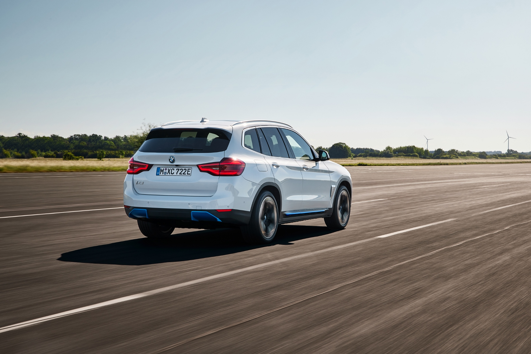 BMW ukázalo elektrické SUV iX3 s dojazdom 459 km ofkMZhJNUY bmw-ix3-5