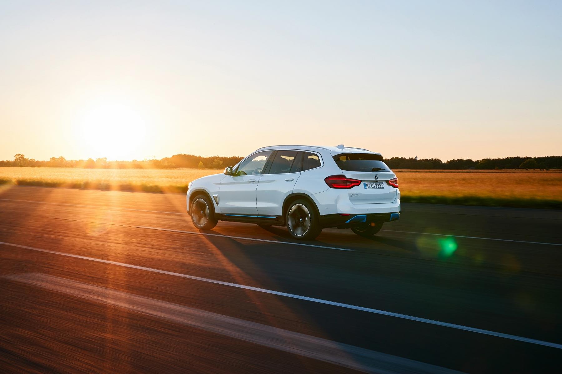 BMW ukázalo elektrické SUV iX3 s dojazdom 459 km RdgwJH0IQW bmw-ix3-2