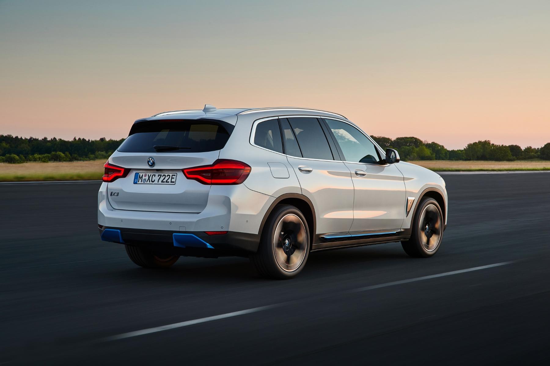 BMW ukázalo elektrické SUV iX3 s dojazdom 459 km sFfefEYeDf bmw-ix3-4