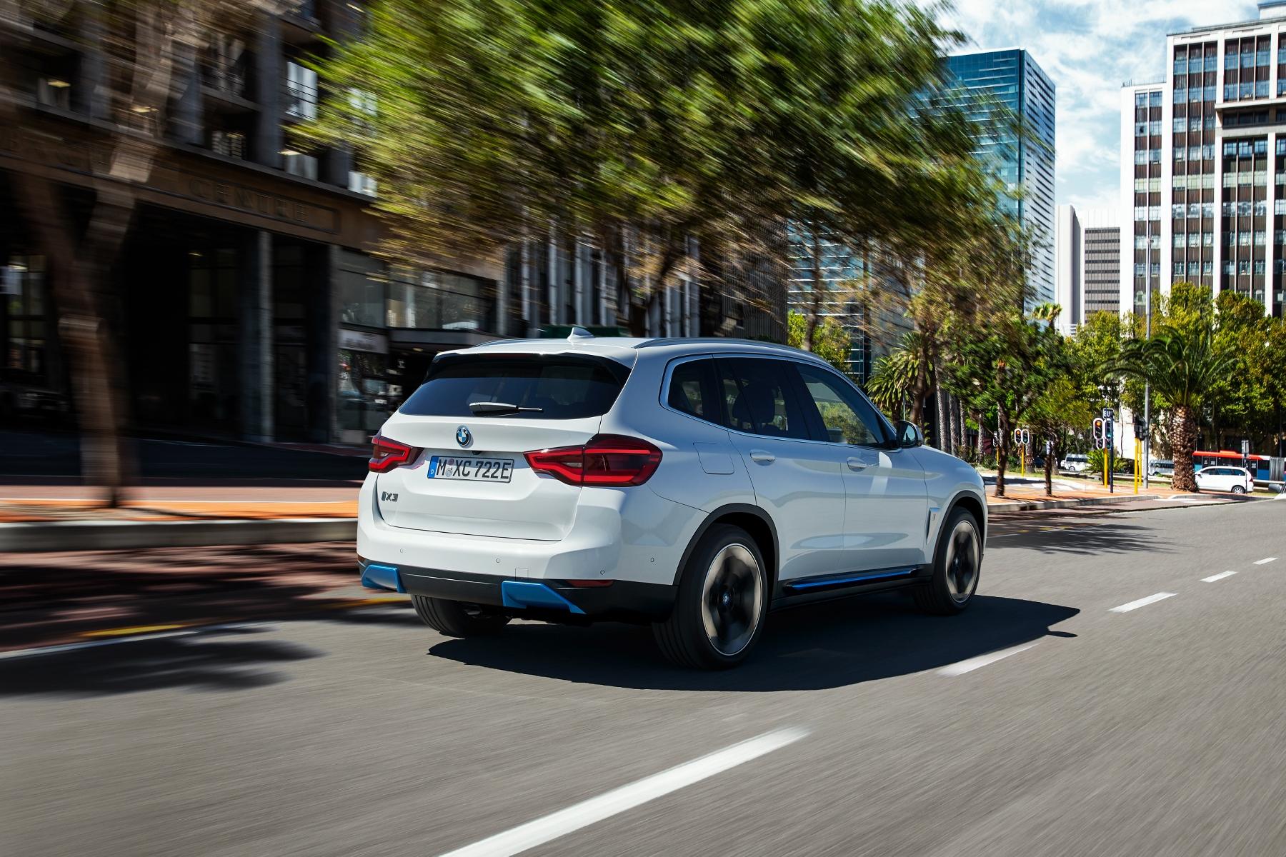 BMW ukázalo elektrické SUV iX3 s dojazdom 459 km uorRpFmFlw bmw-ix3-6