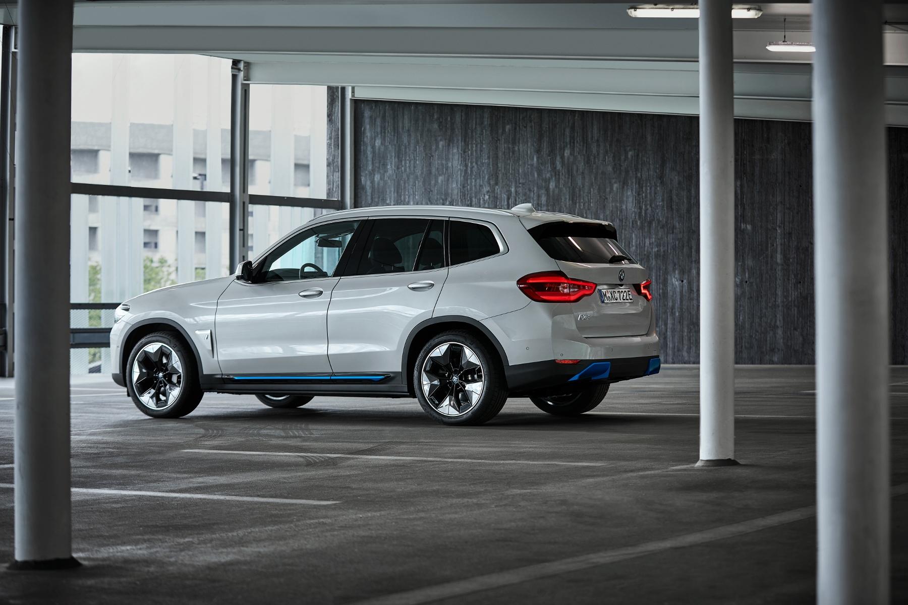 BMW ukázalo elektrické SUV iX3 s dojazdom 459 km x65CCpEkl8 bmw-ix3-9