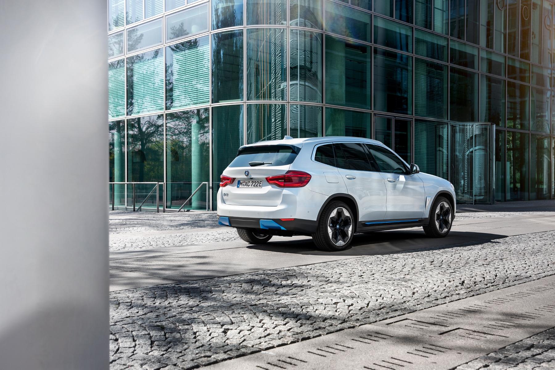 BMW ukázalo elektrické SUV iX3 s dojazdom 459 km yX3pho5Bh0 bmw-ix3-12