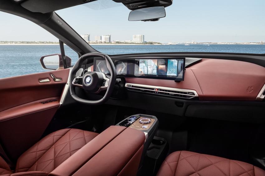 BMW ukázalo nový elektromobil iX, ktorého maska slúži ako informačný panel 9YH7EiHgjO bmw-ix-9