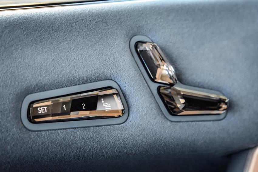 BMW ukázalo nový elektromobil iX, ktorého maska slúži ako informačný panel GCpN130cLq bmw-ix-20