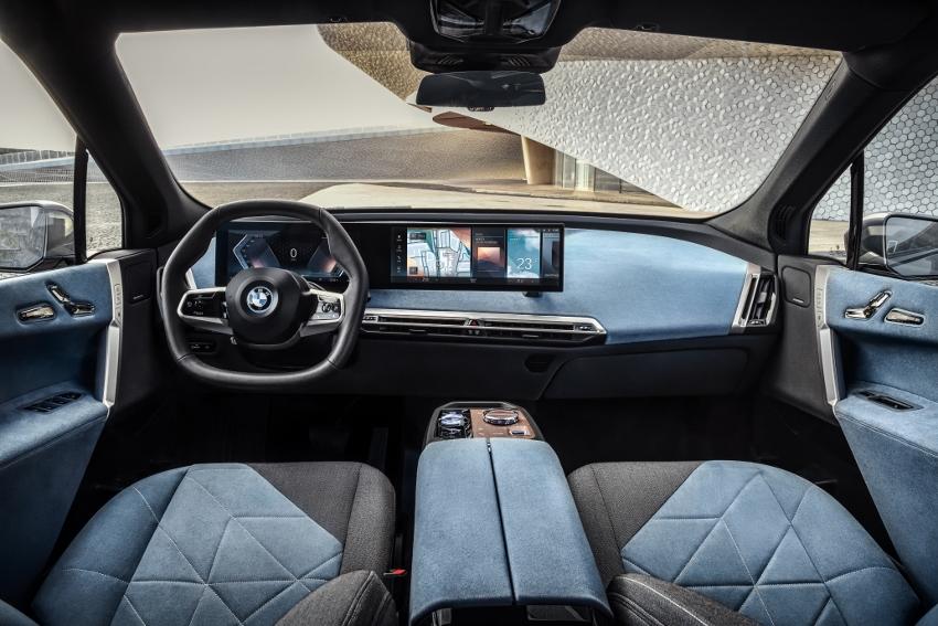 BMW ukázalo nový elektromobil iX, ktorého maska slúži ako informačný panel TBRn2nNmxZ bmw-ix-3