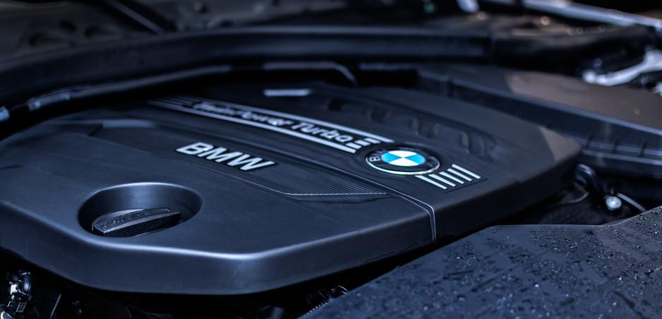 BMW zrušilo dvanásťvalec. Benzínu celkovo sa nevzdáva