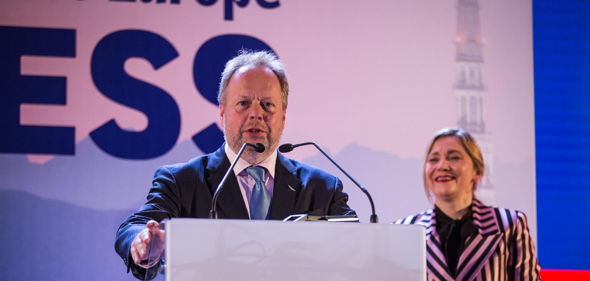 Bývalý šéf značky Aston Martin mieri k slovenskému výrobcovi batérií InoBat