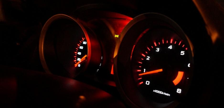 Červená zóna otáčkomera: Je jazda v nej naozaj riziko?