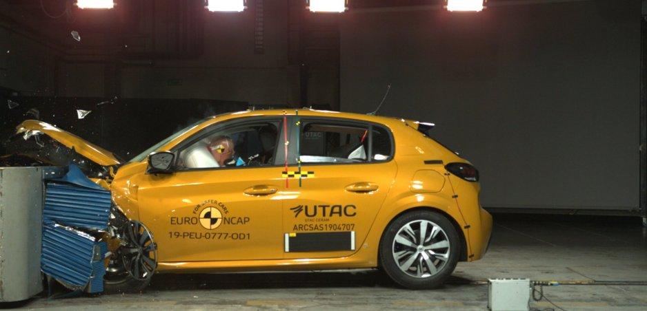 Crash testy Euro NCAP: BMW radu 3 zažiarilo. Peugeot 208 stratil hviezdičku