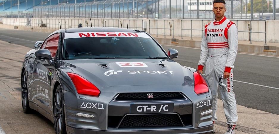 Godzilla na diaľkové ovládanie, takto upravený Nissan GT-R tu ešte nebol