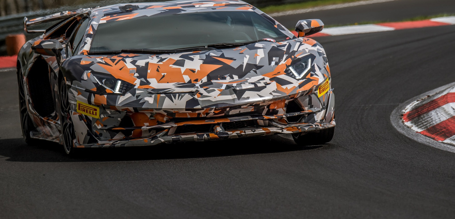 Lamborghini Aventador SVJ je najrýchlejšie sériové auto na Nürburgringu (video)