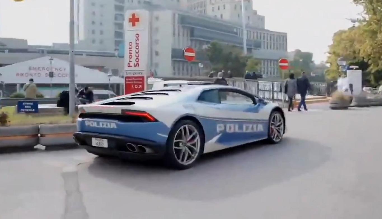 Lamborghini Huracan talianskej polície prešlo 500 km za dve hodiny. Prevážalo obličku