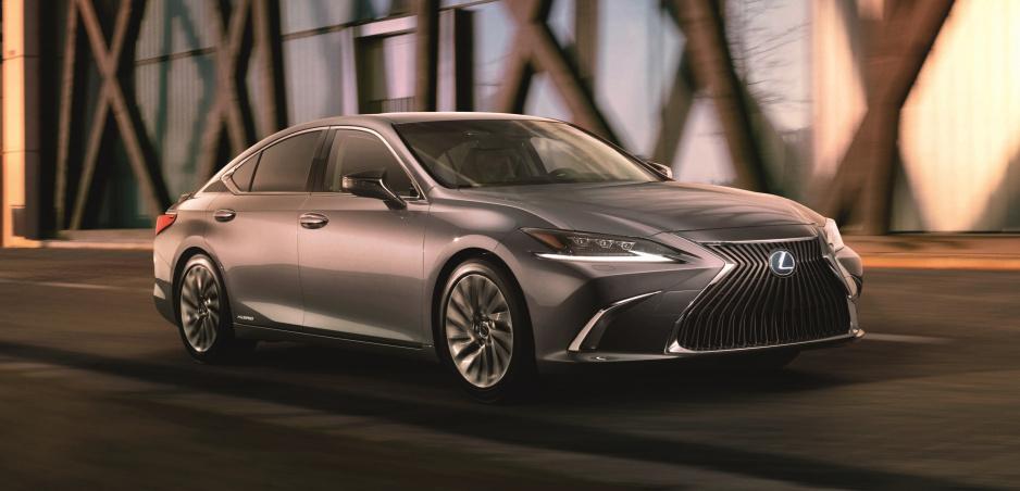 Lexus ukázal novú generáciu ES. Predávať sa bude aj v Európe