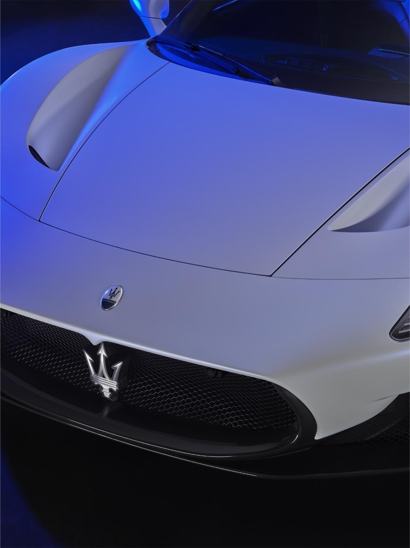 Maserati MC20 odštartovalo novú éru talianskej značky a0ey8oom4E 13maseratimc20-1125x1500
