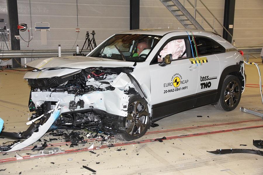 Mazda MX-30 je zatiaľ najlepšia v ochrane posádky. Testami prešla aj Honda Jazz