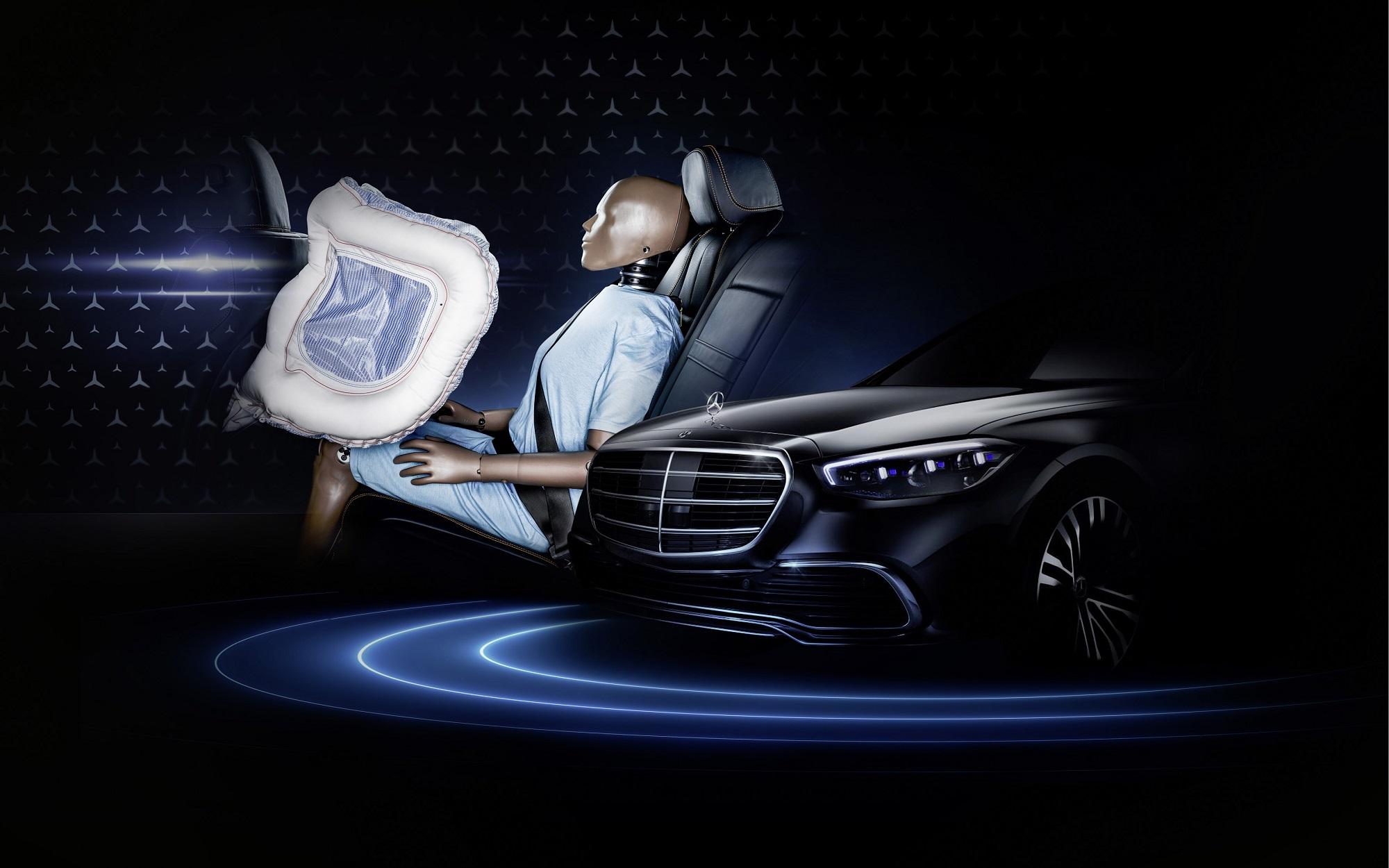 Mercedes Triedy S bude prvým autom s prednými airbagmi pre posádku vzadu