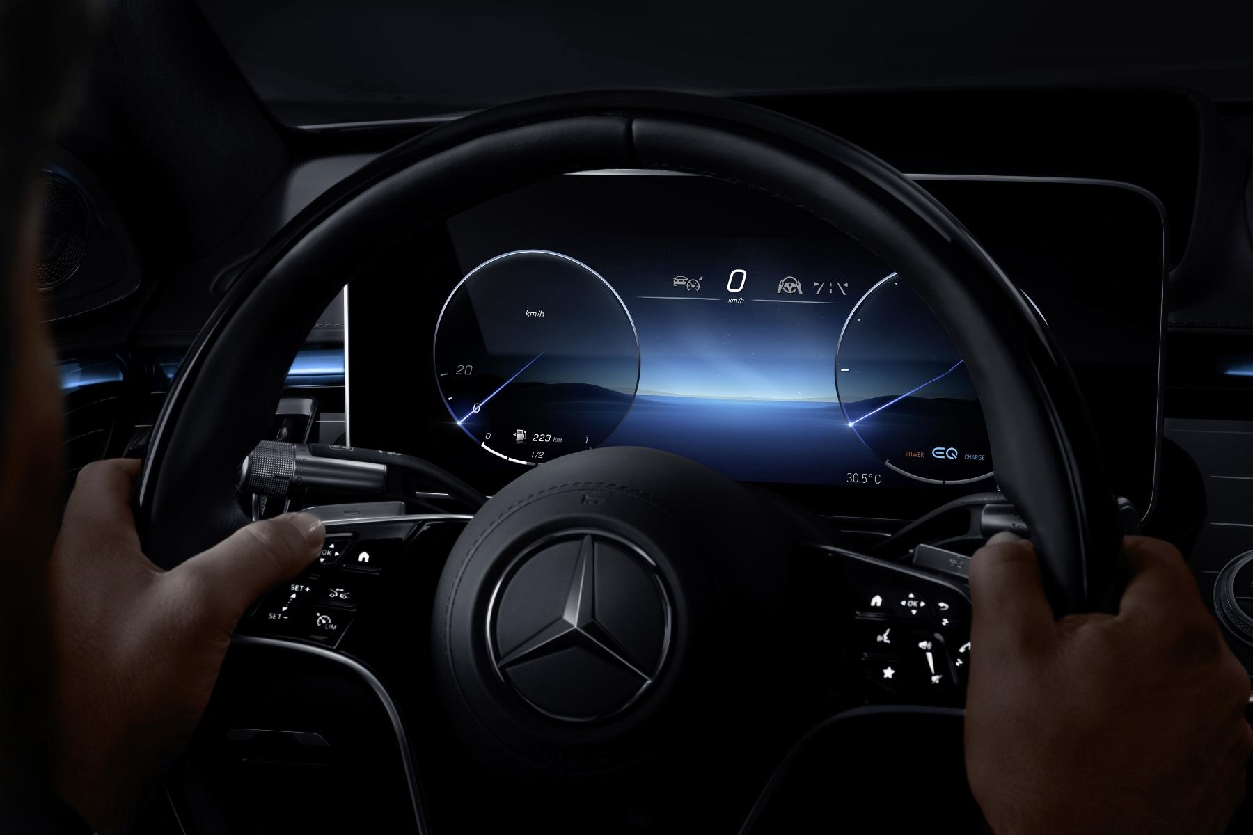 Mercedes triedy S dostane 3D displej a množstvo nových technológií Ogt0wEPicU mercedes-s-4