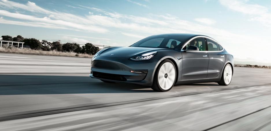 Model 3 má opäť problémy: Míňajú sa zákazníci