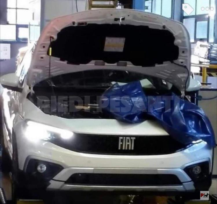 """Modernizovaný Fiat Tipo sa ukazuje na neoficálnych fotkách aj ako """"crossover"""""""