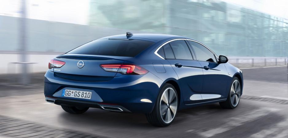 Modernizovaný Opel Insignia dostane ešte lepšie inteligentné svetlá a nové motory