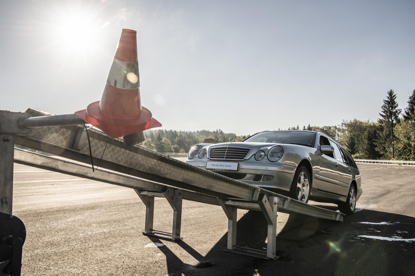 Návrat na autosalón IAA 1985: Mercedes predstavil nové systémy ASD, ASR a 4MATIC 3EOl70my1J d557885-