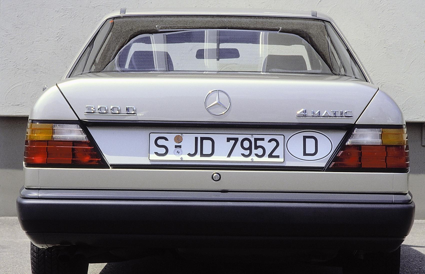 Návrat na autosalón IAA 1985: Mercedes predstavil nové systémy ASD, ASR a 4MATIC 7SqhP5qC0J 86f76-17