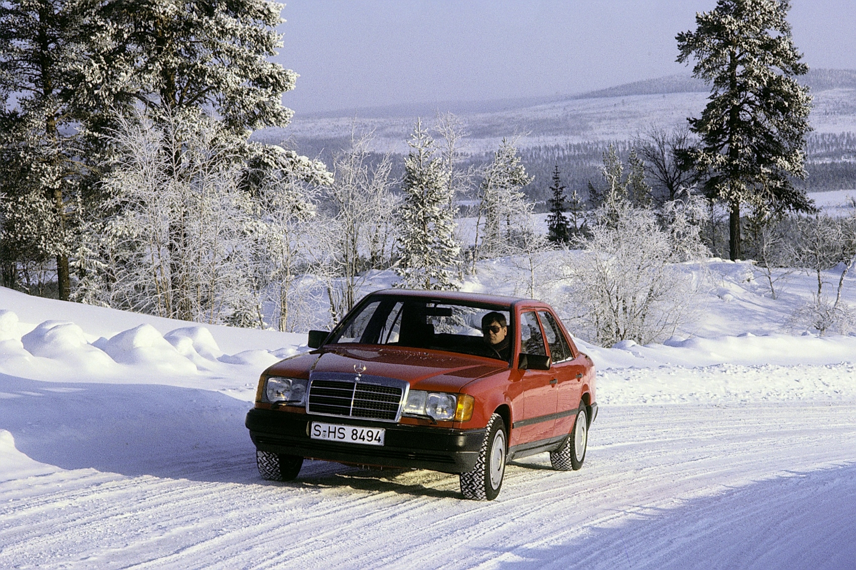 Návrat na autosalón IAA 1985: Mercedes predstavil nové systémy ASD, ASR a 4MATIC 7zRlpz5BrZ 85f406-1