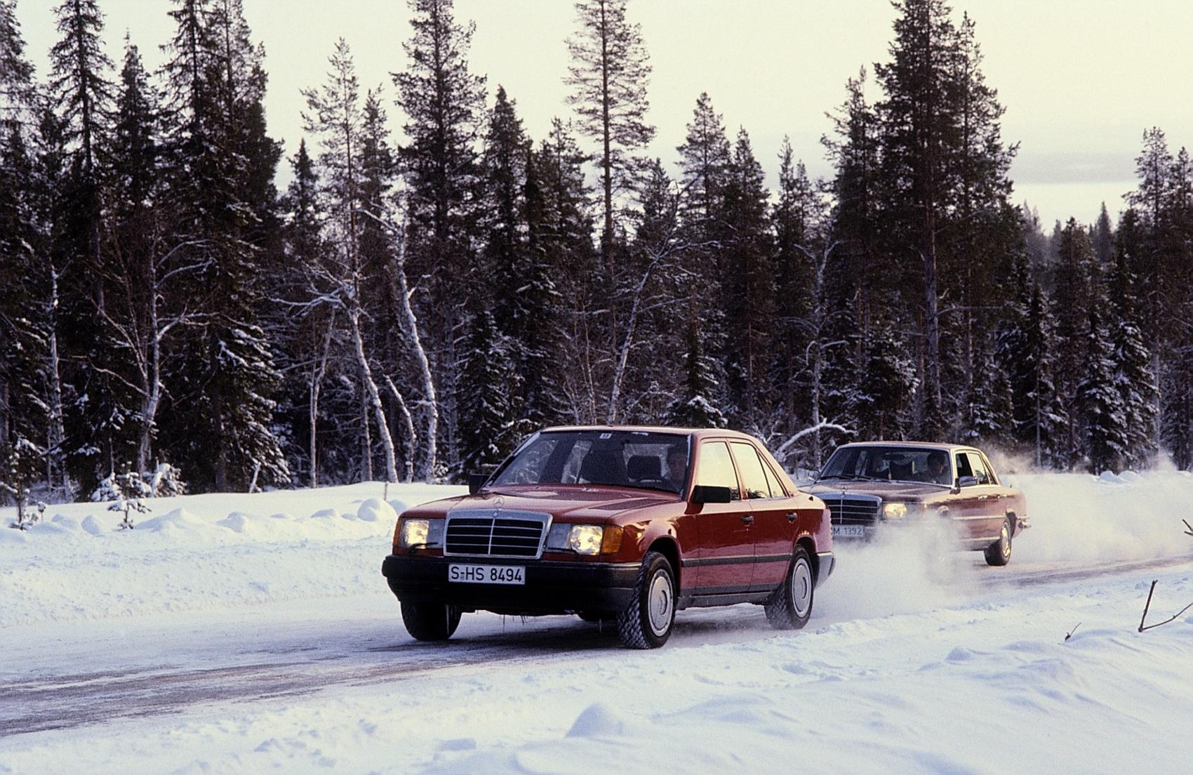 Návrat na autosalón IAA 1985: Mercedes predstavil nové systémy ASD, ASR a 4MATIC Q1jwiQWZ4M 85f462-1