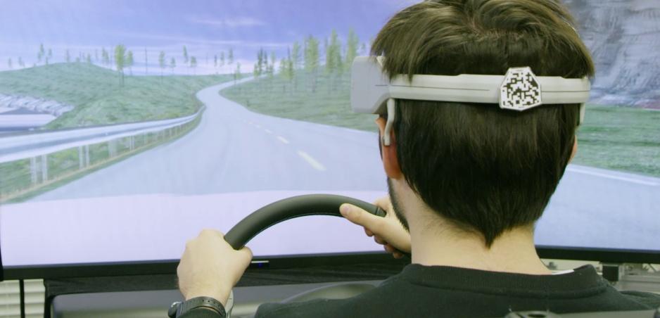Nissan prepojí mozog človeka s autom, zrýchli to naše reakcie