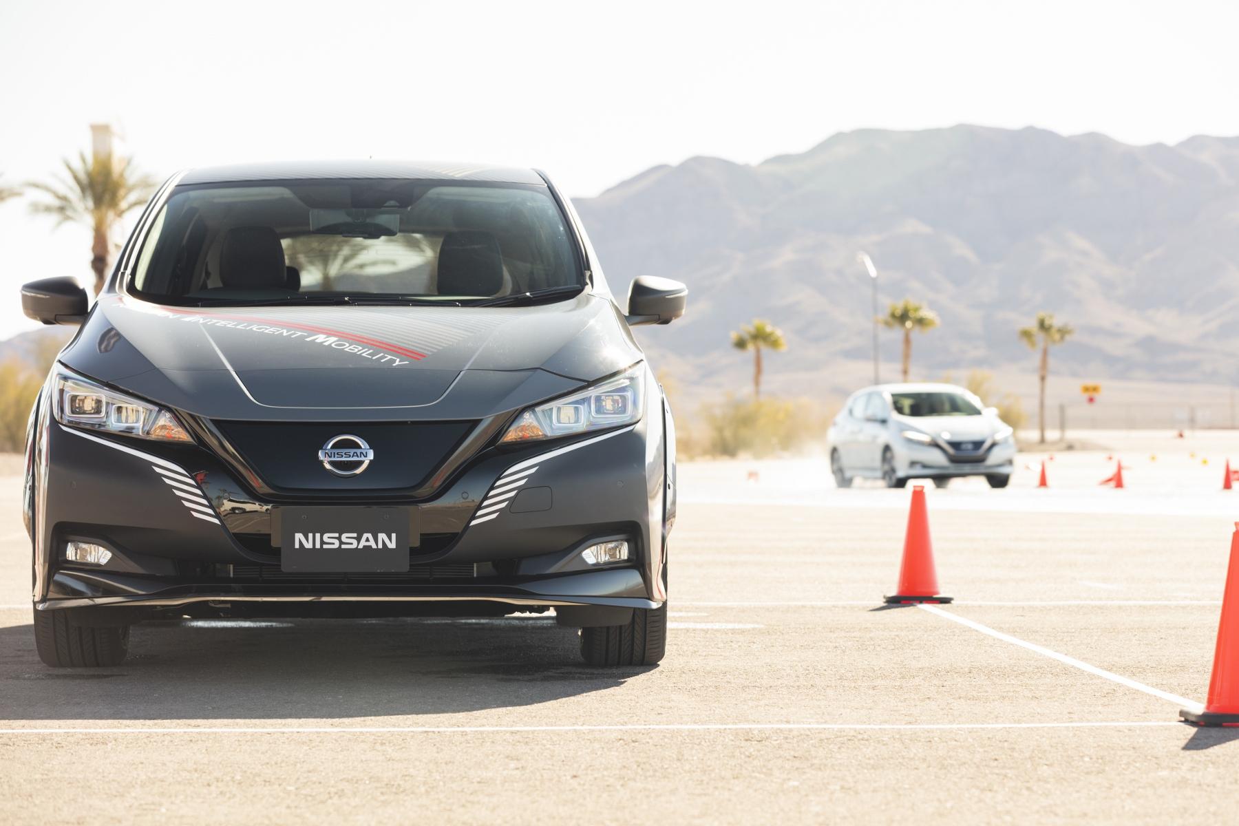 Nissan prichádza s revolučným elektrickým pohonom všetkých kolies 9jOVGVx5Oh nissan-leaf-prototyp-6