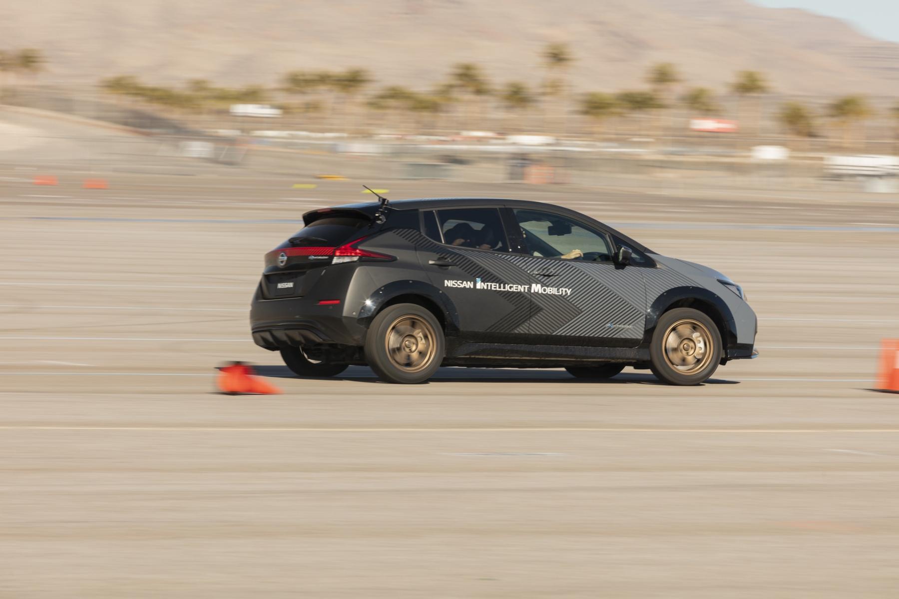 Nissan prichádza s revolučným elektrickým pohonom všetkých kolies avPRcA2Ss0 nissan-leaf-prototyp-3
