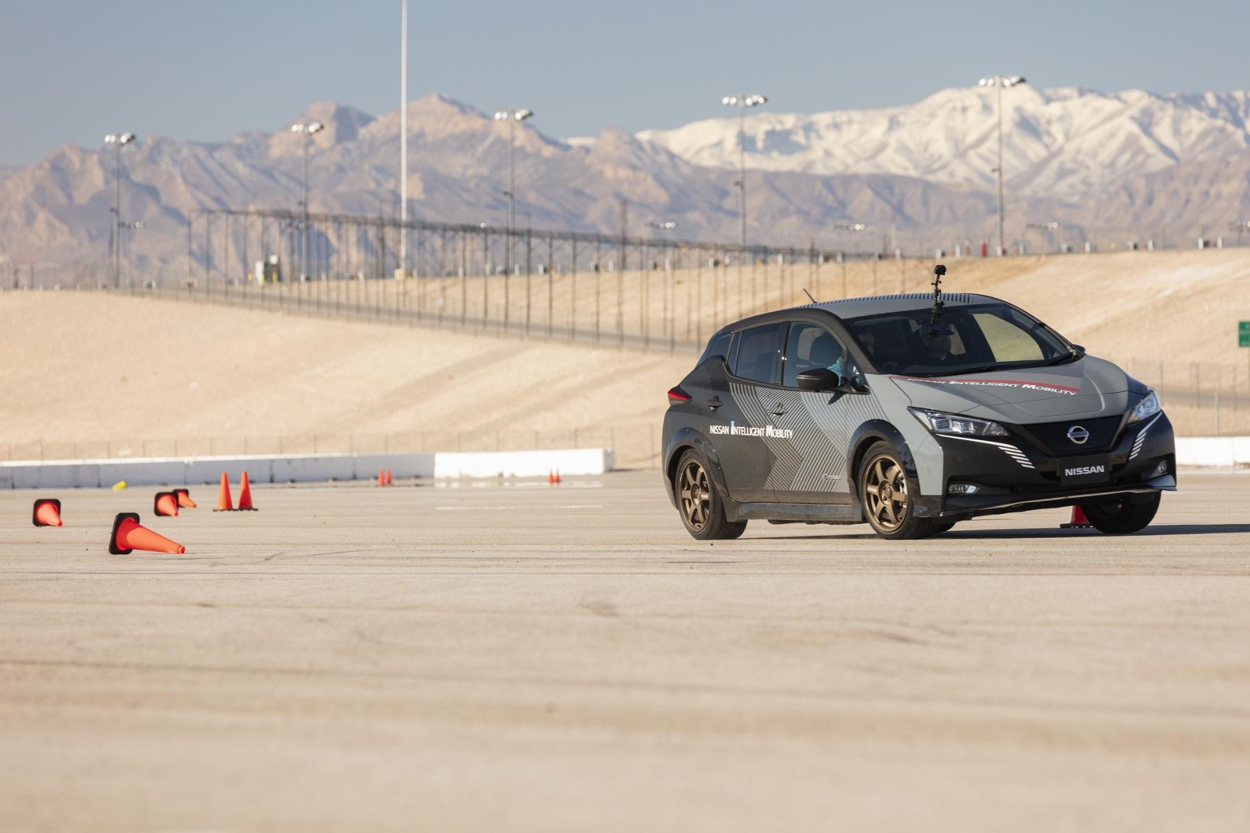 Nissan prichádza s revolučným elektrickým pohonom všetkých kolies LgoGrVgW75 nissan-leaf-prototyp-4