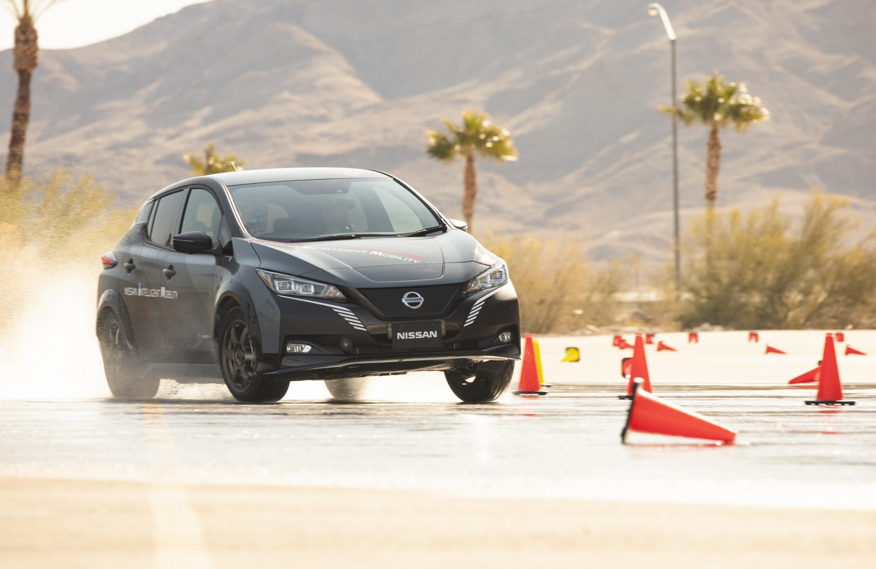 Nissan prichádza s revolučným elektrickým pohonom všetkých kolies nMOD6eUVoV nissan-leaf-prototyp-9