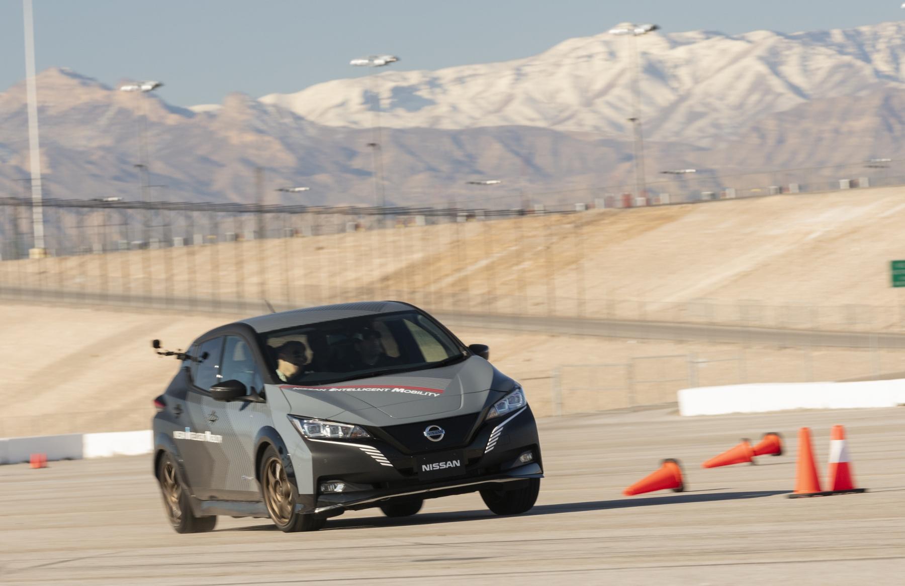 Nissan prichádza s revolučným elektrickým pohonom všetkých kolies SlQb6QaQJr nissan-leaf-prototyp-1