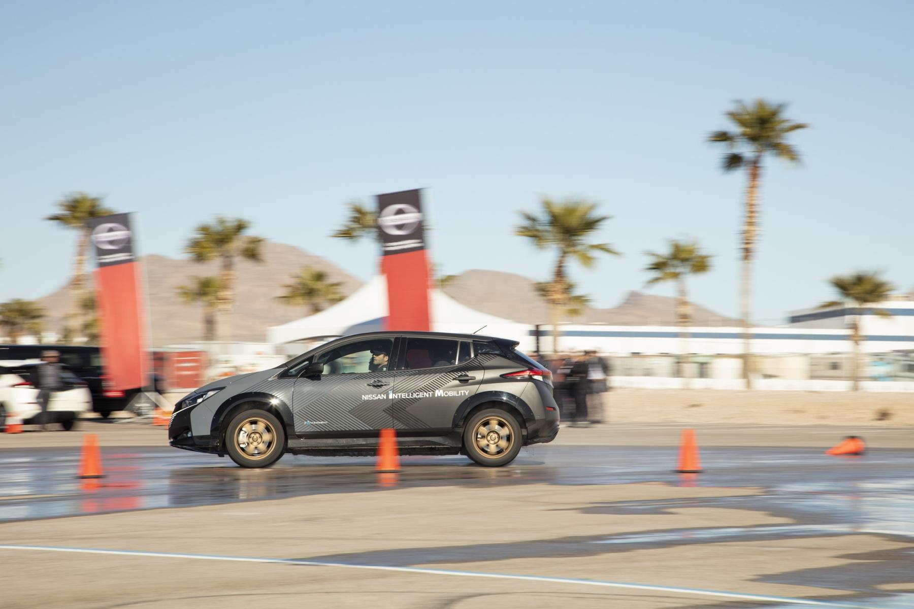 Nissan prichádza s revolučným elektrickým pohonom všetkých kolies yrH4s92Pgy nissan-leaf-prototyp-12