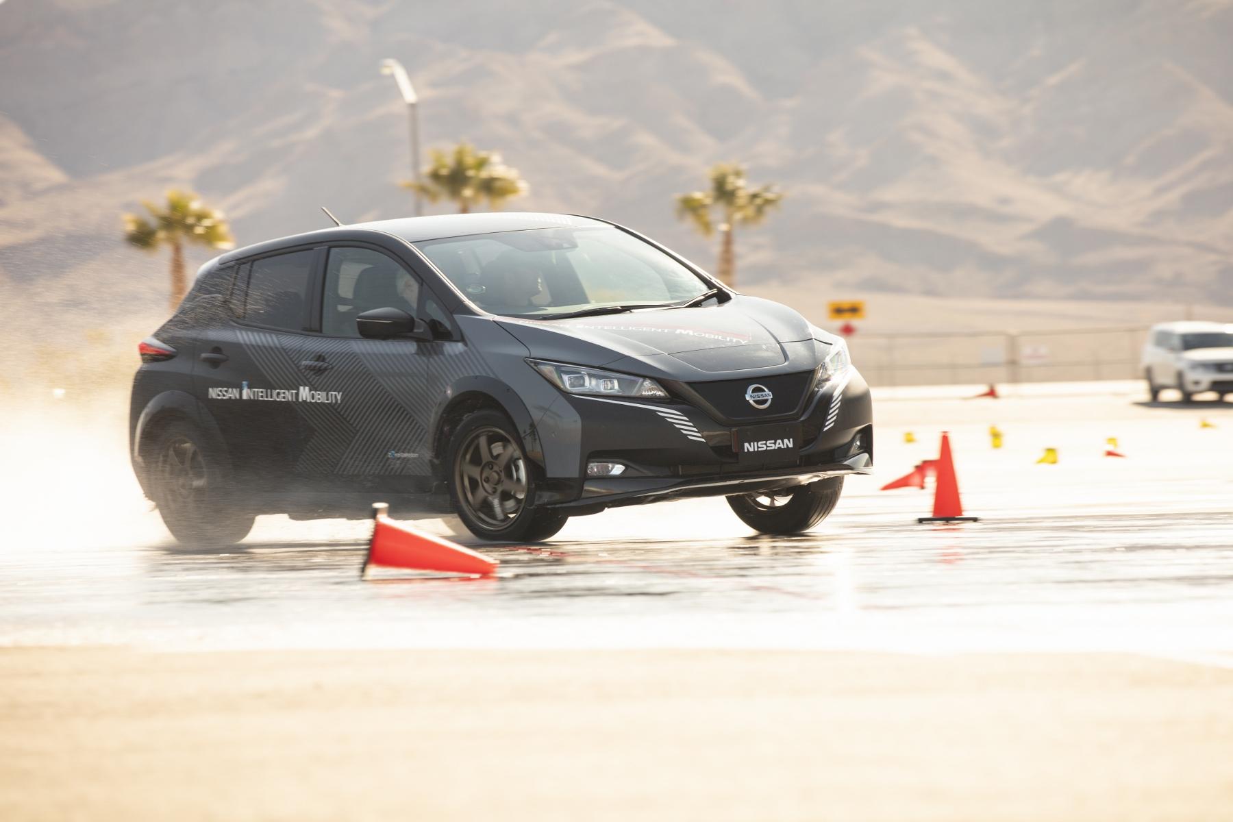 Nissan prichádza s revolučným elektrickým pohonom všetkých kolies ZkNK7JOY8z nissan-leaf-prototyp-10