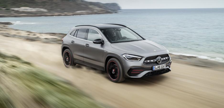 Nová generácia Mercedesu GLA je väčšia. Nemci hneď ukázali aj výkonnú verziu AMG 35