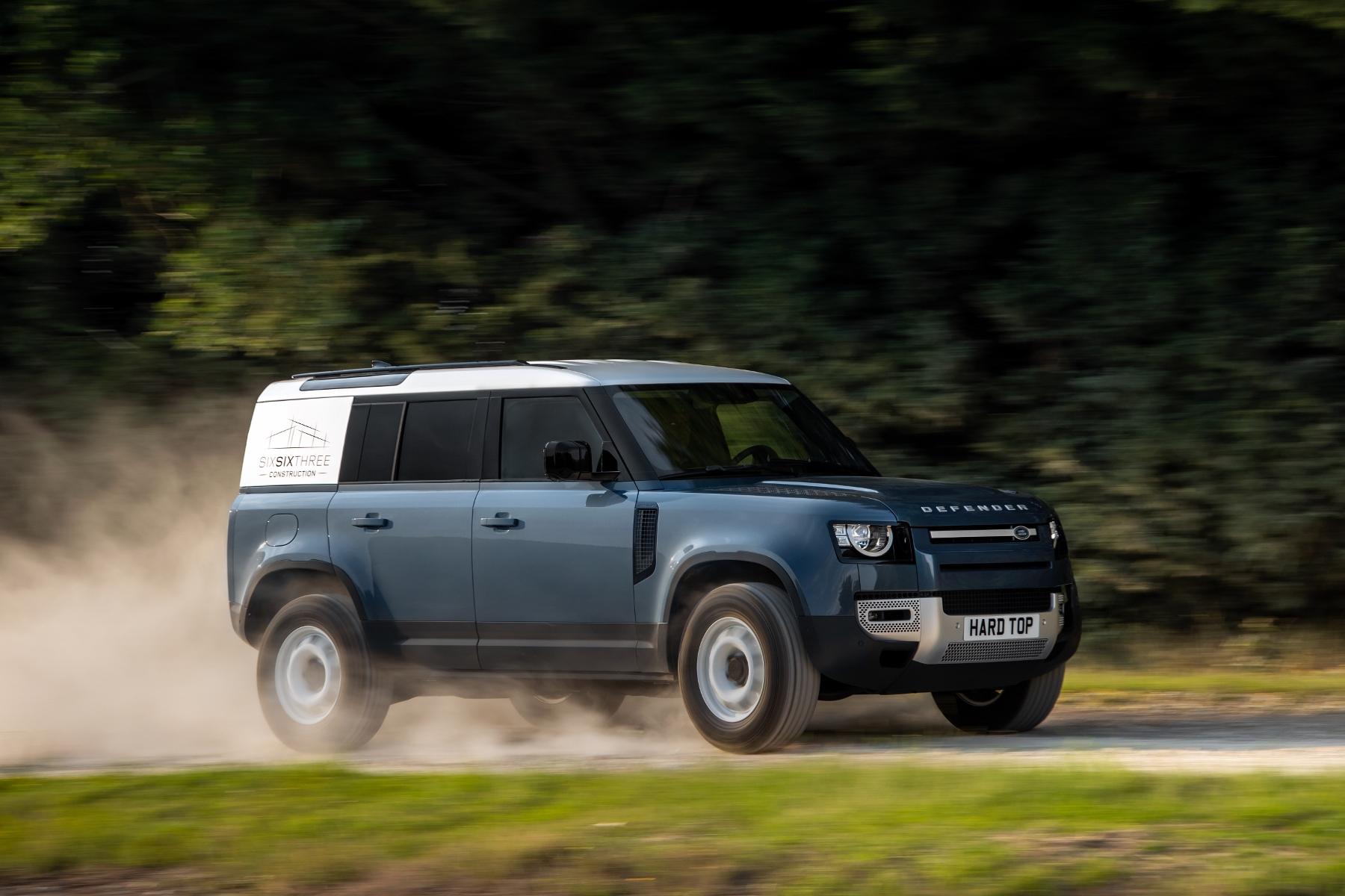 Nový Land Rover Defender prichádza v úžitkovej verzii Hard Top 4O0cmYGCk5 10lrdefhardtop30062007-180