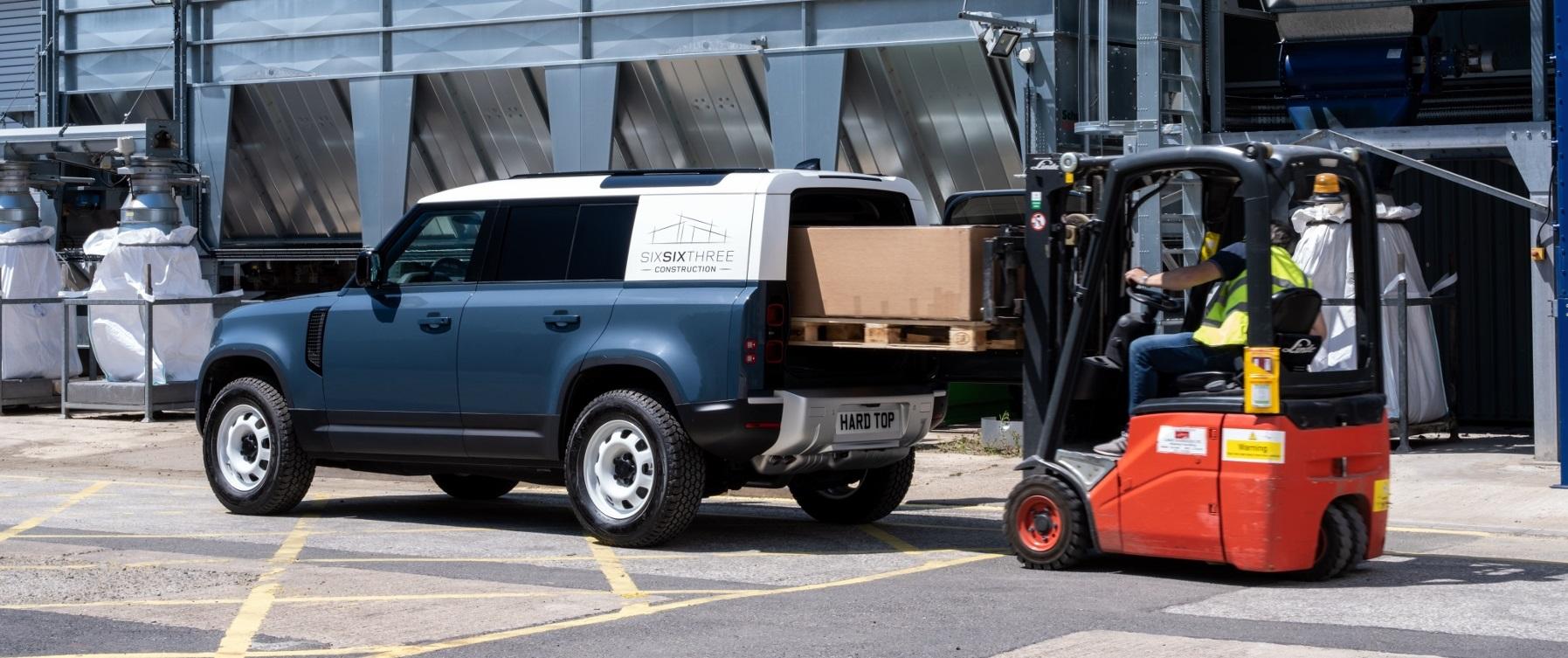 Nový Land Rover Defender prichádza v úžitkovej verzii Hard Top bpNBZnGxIO 0lrdefhardtop30062006-1800