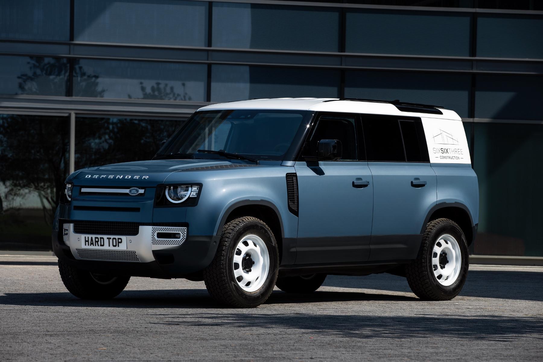 Nový Land Rover Defender prichádza v úžitkovej verzii Hard Top c6EdN6splQ 6lrdefhardtop30062003-1800